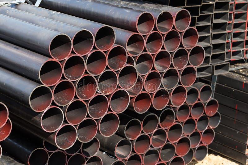 Pila di tubi d'acciaio fotografie stock libere da diritti