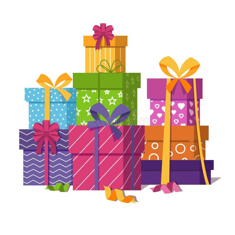 Pila envuelta de las cajas de regalo aislada en el fondo blanco stock de ilustración
