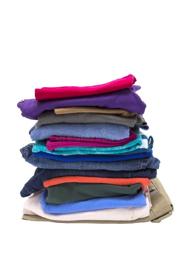 Pila grande de ropa doblada aislada en blanco fotografía de archivo