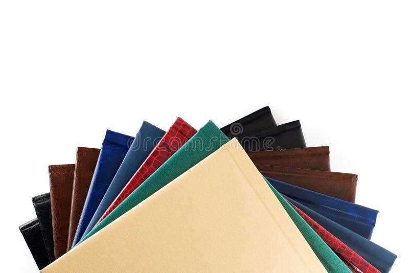 Pila media de libros del color foto de archivo
