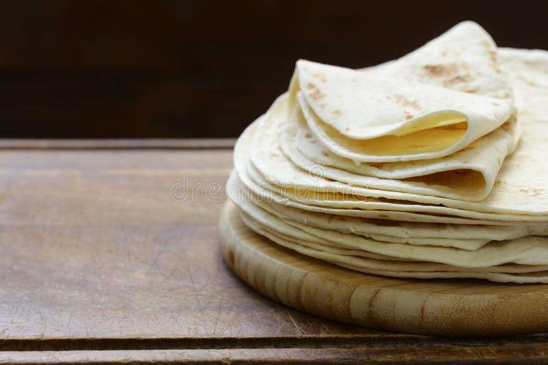 Pila plana de las tortillas del pan fotografía de archivo