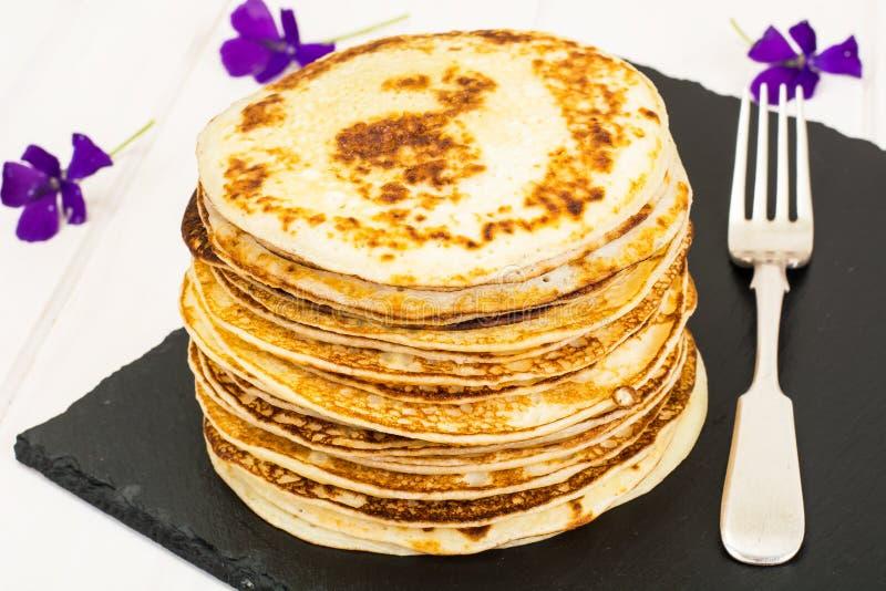 Pila saporita dei pancake immagini stock libere da diritti
