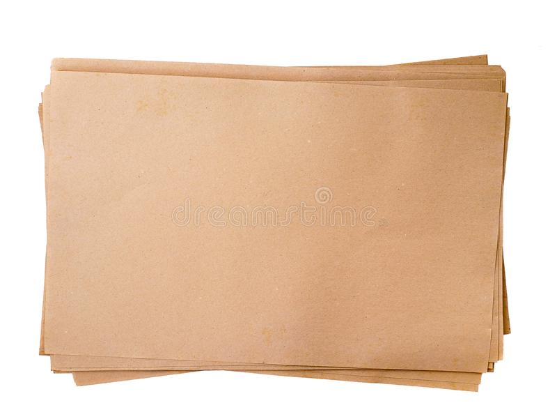 Pila vieja de la textura de los papeles marrones aislada en el fondo blanco imagenes de archivo