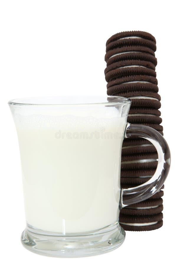 Pila y leche de la galleta fotografía de archivo libre de regalías