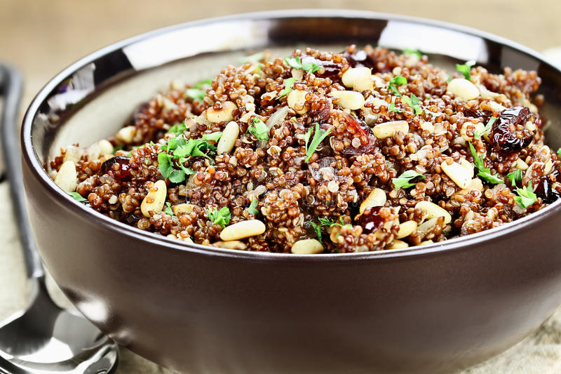 Pilaf délicieux de quinoa photos stock