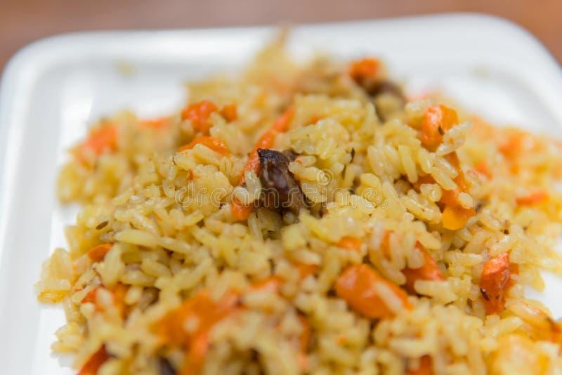 Pilaf de riz avec le plan rapproché de beaf du plat image stock