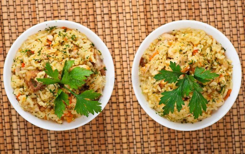 Pilaf (Fleisch, Karotten, Reis) stockfotografie