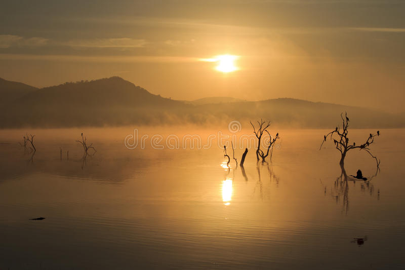 Pilanesberg-Sonnenaufgang lizenzfreie stockfotografie
