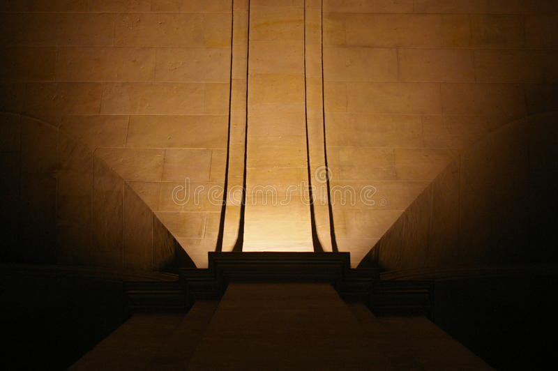 Pilar et courbure de plafond dans la vieille église image libre de droits