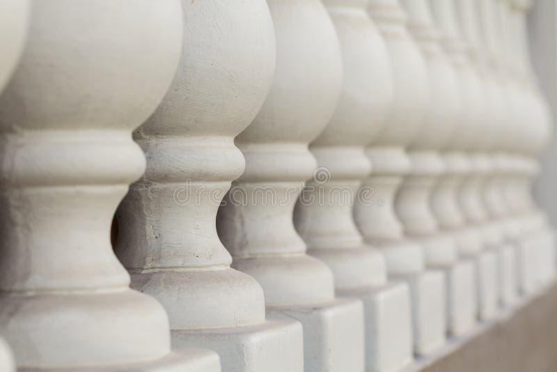 Pilares concretos en la cerca imagen de archivo