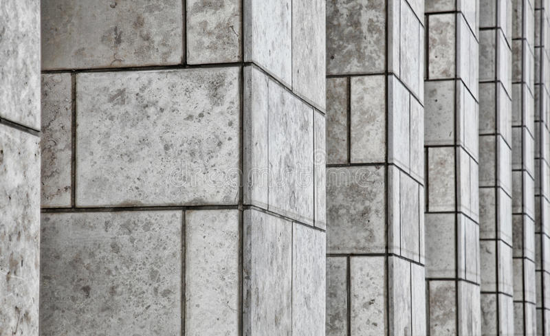 Pilares de la piedra del edificio de oficinas imagen de archivo