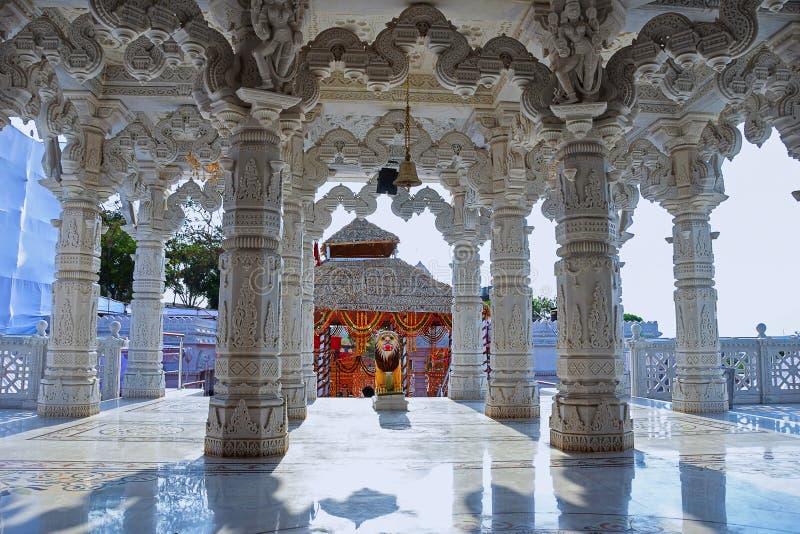 Pilares del templo, templo de Ashapura Mataji, camino de Katraj, Pune maharashtra foto de archivo libre de regalías