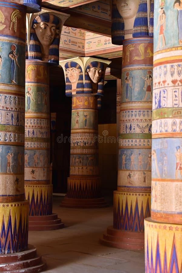 Pilares egipcios antiguos en estudios cinematográficos del atlas de Ouarzazate en Marruecos fotografía de archivo libre de regalías
