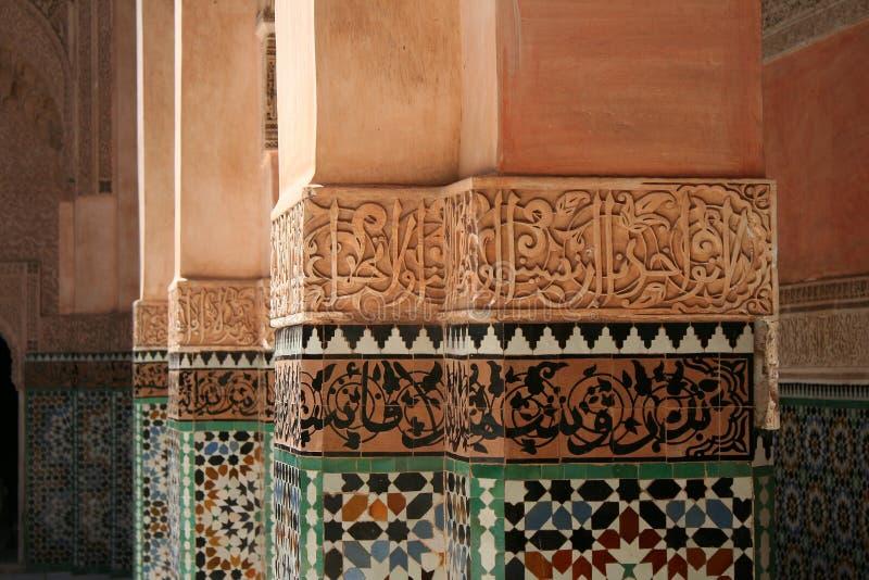 Pilares en Ben Youssef Madrasa fotos de archivo libres de regalías