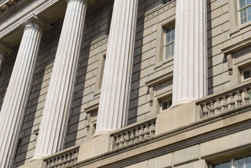 Pilares y pared de ladrillo imagen de archivo
