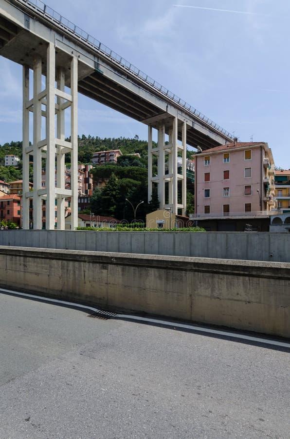 Pilares y puente de la autopista imagen de archivo libre de regalías