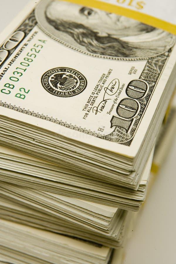 Pilas $100 cuentas foto de archivo
