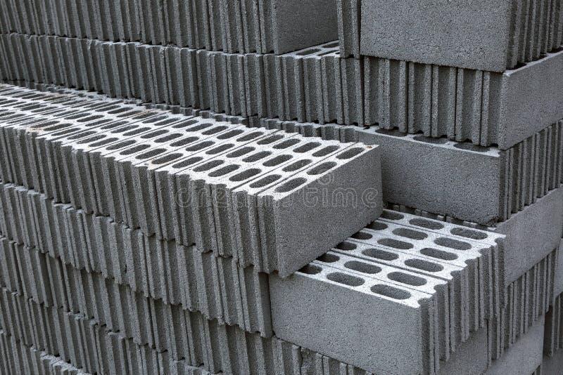 Pilas de bloques del ladrillo para la construcción foto de archivo libre de regalías