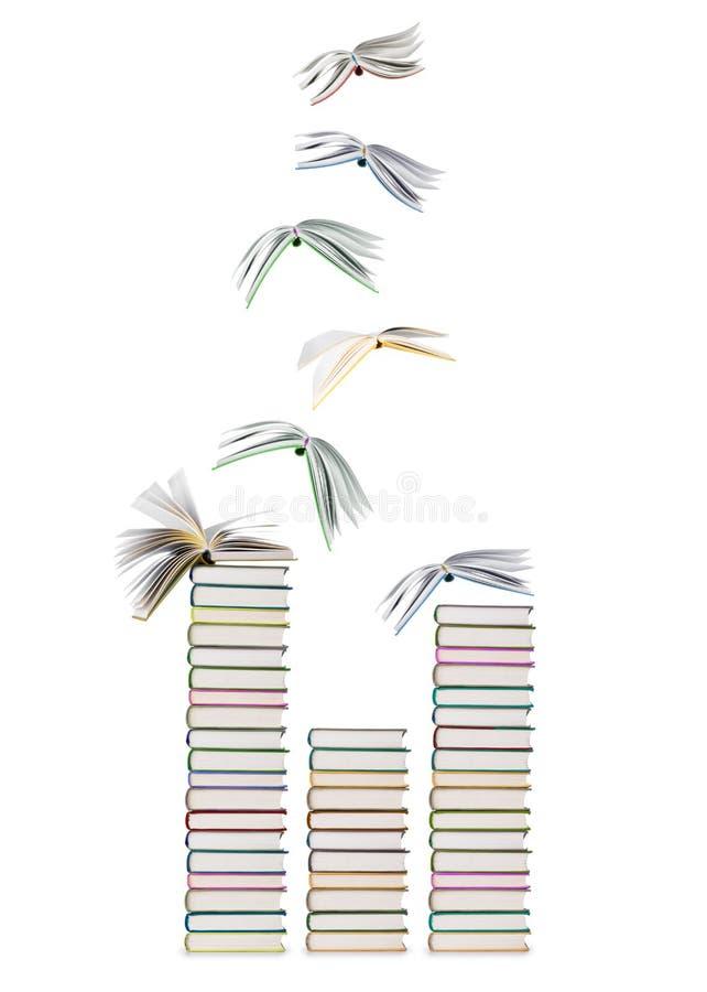 Pilas de libros y de libros de vuelo imágenes de archivo libres de regalías