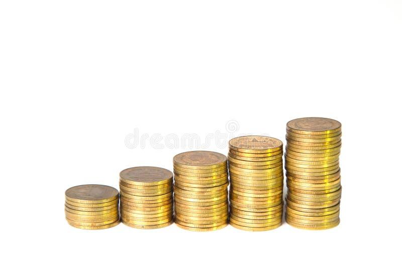 Pilas de oro de la moneda aisladas en el fondo blanco imagen de archivo libre de regalías