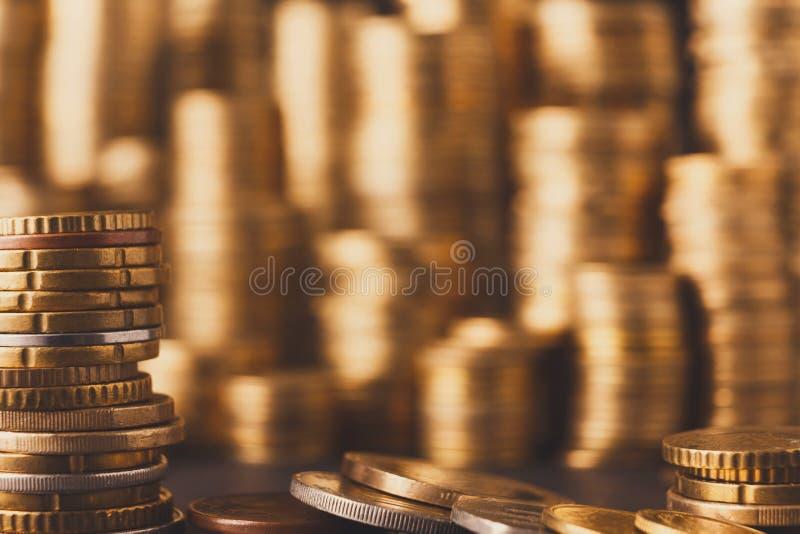 Pilas de oro de la moneda, fondo rico del dinero imagen de archivo
