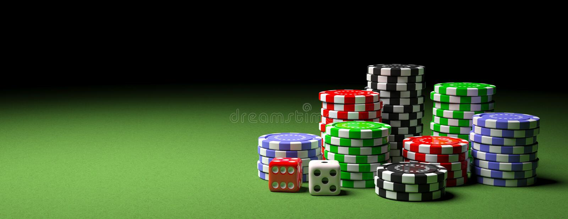 Pilas y dados de las fichas de póker en el fieltro verde, bandera, espacio de la copia ilustración 3D stock de ilustración