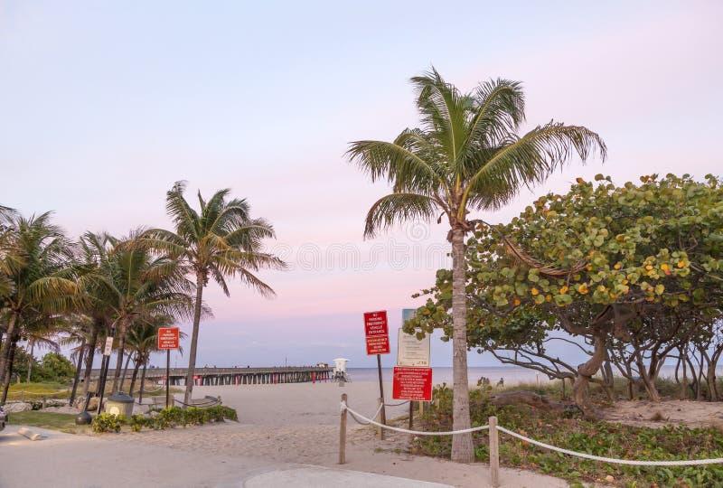 Pilastro della spiaggia della leccia fotografia stock