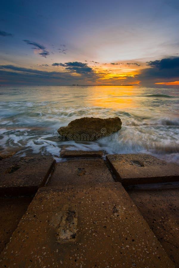 Pilastro di Fort De Soto Gulf dopo il tramonto Tierra Verde, Florida Verti immagini stock libere da diritti