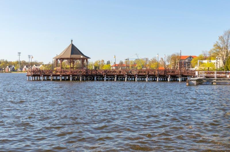 Pilastro di legno sul lago Drweckie in Ostroda fotografia stock libera da diritti