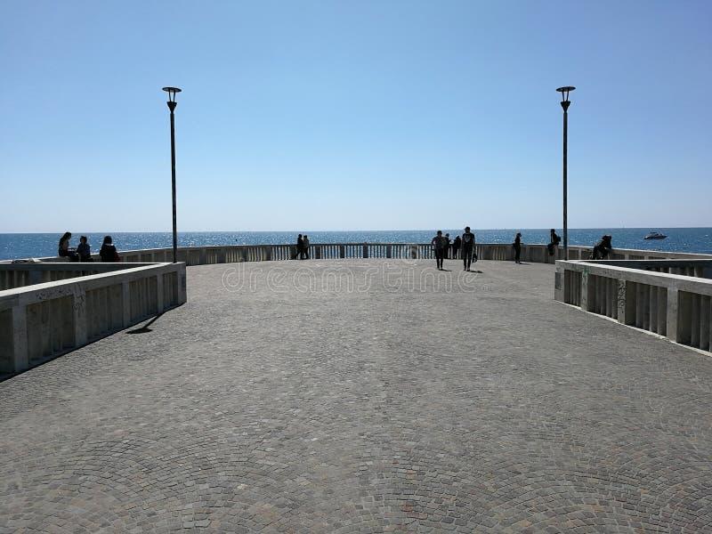 Pilastro di Ostia contro la luce immagine stock