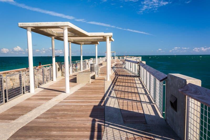 Pilastro di pesca al parco del sud di Pointe in Miami Beach, Florida immagine stock libera da diritti