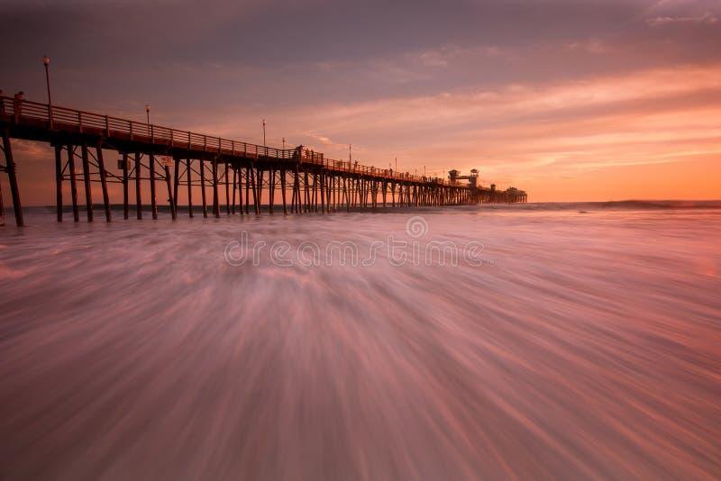 Pilastro di riva dell'oceano fotografie stock libere da diritti