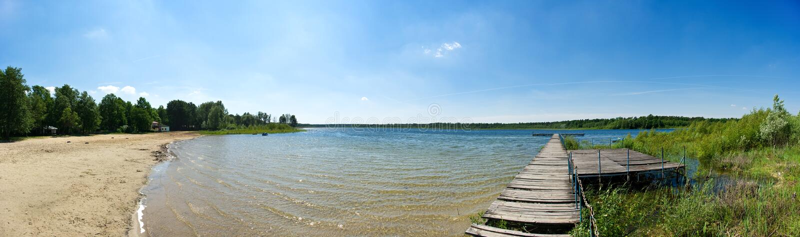 Pilastro e lago fotografie stock libere da diritti