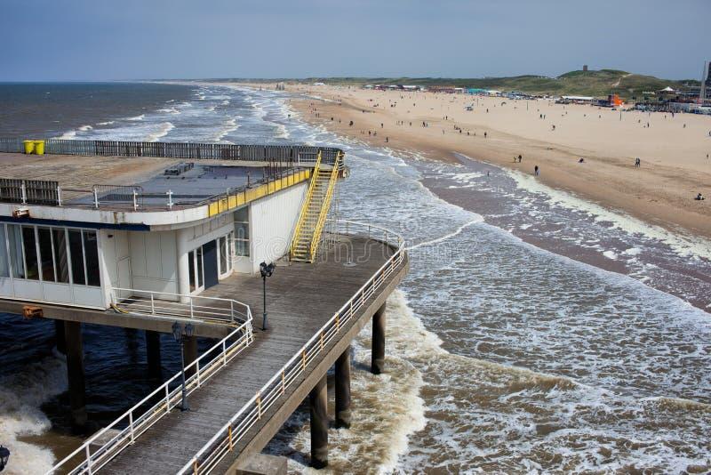 Pilastro e spiaggia di Scheveningen in Den Haag fotografia stock