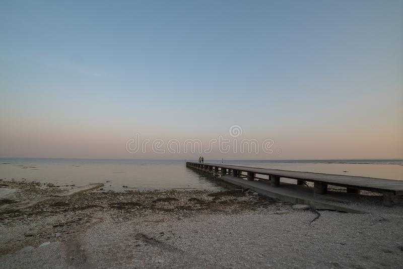 Pilastro infinito sul lago di polizia fotografia stock