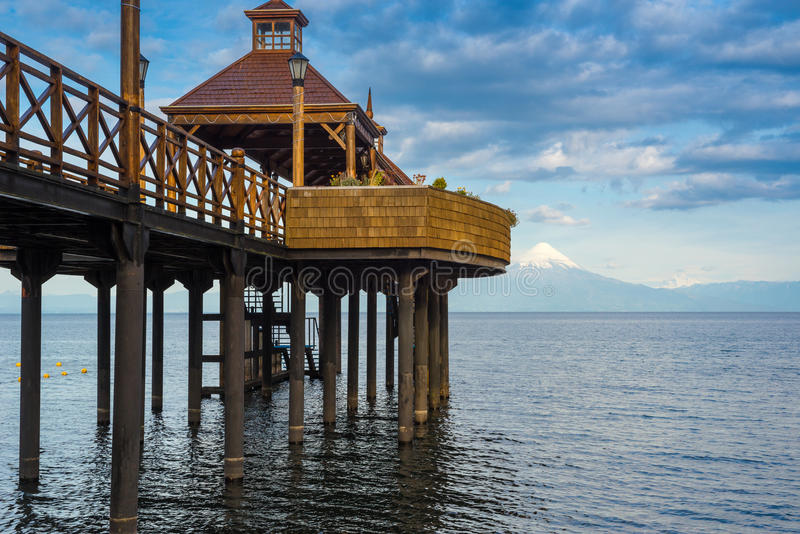 Pilastro nel lago Lllanquihue, Frutillar, Cile immagini stock