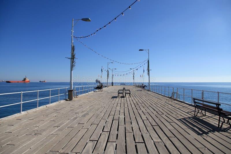 Pilastro sulla passeggiata di Molos alla costa del mar Mediterraneo, Limassol, immagini stock libere da diritti