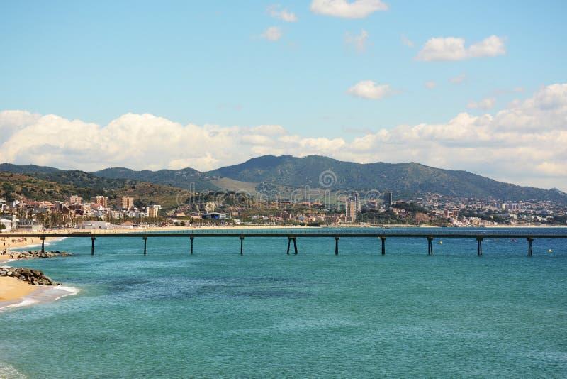 Pilastro sulla spiaggia di Badalona a Barcellona Costa del mar Mediterraneo fotografia stock