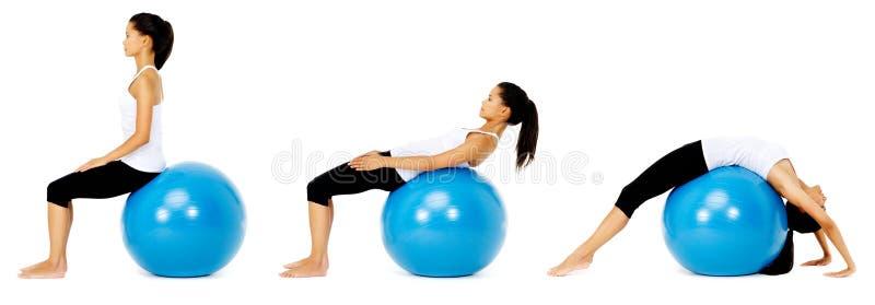 pilates тренировки шарика стоковые фотографии rf