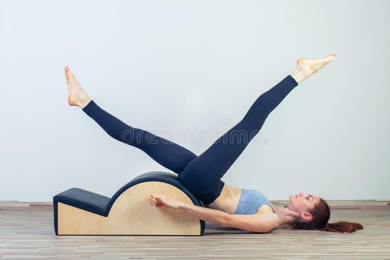 Pilates, фитнес, спорт, тренировка и люди стоковые изображения rf