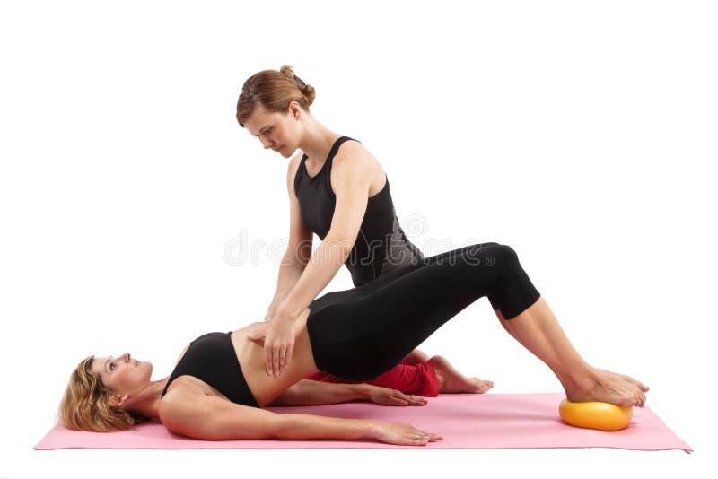 Pilates Ausbilder stockbild
