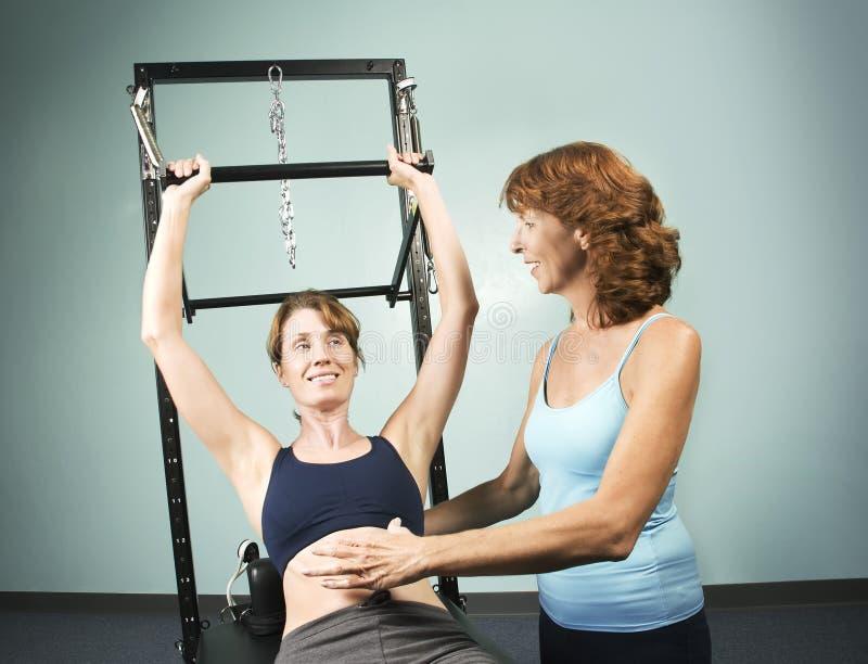 Pilates com um instrutor imagens de stock royalty free
