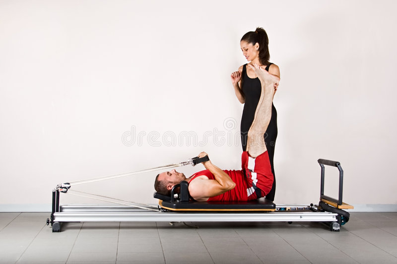 Pilates de gymnastique images stock