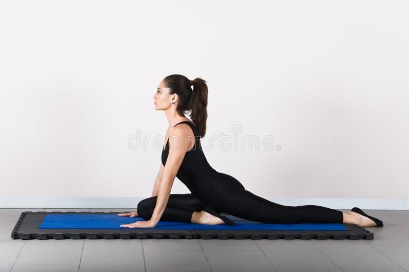 Pilates de la gimnasia imagen de archivo libre de regalías