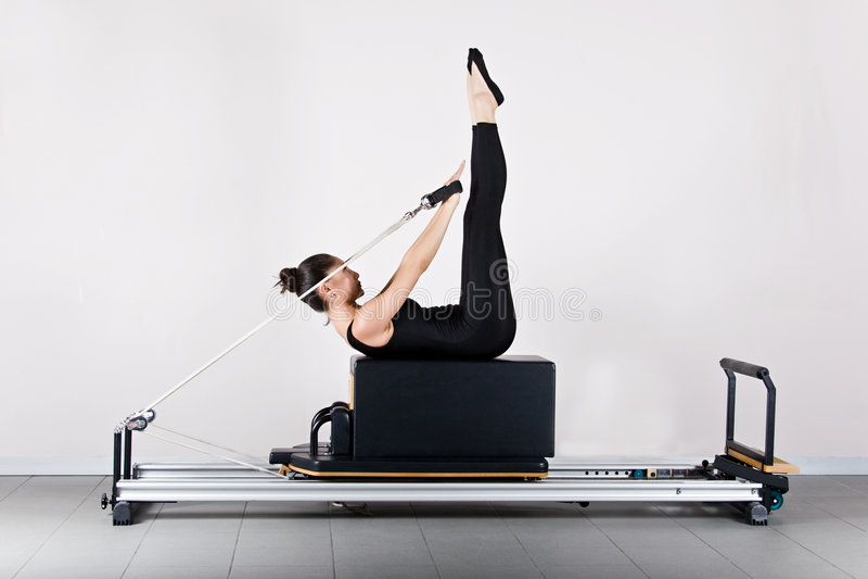 Pilates de la gimnasia imagen de archivo