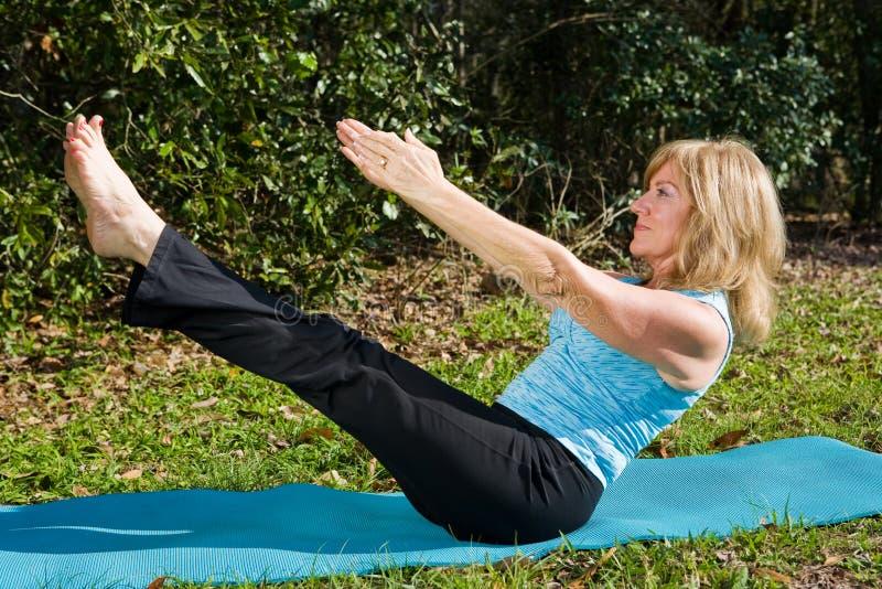 pilates dojrzała kobieta fotografia stock