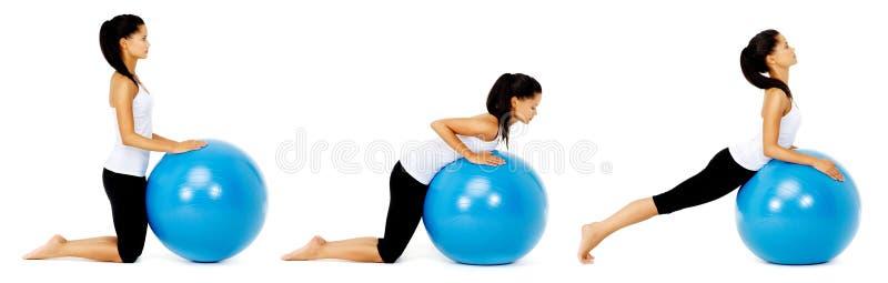 Pilates Kugelübung stockfoto