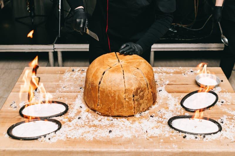 Pilau oriental do x?, pilaw, plov, arroz com carne no filo da pastelaria, prato picante perfumado delicioso fotos de stock