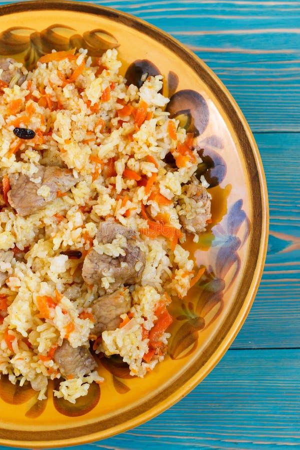 Pilau, plov, pilaw com carne, cenoura e bérberis do Uzbeque fotos de stock royalty free