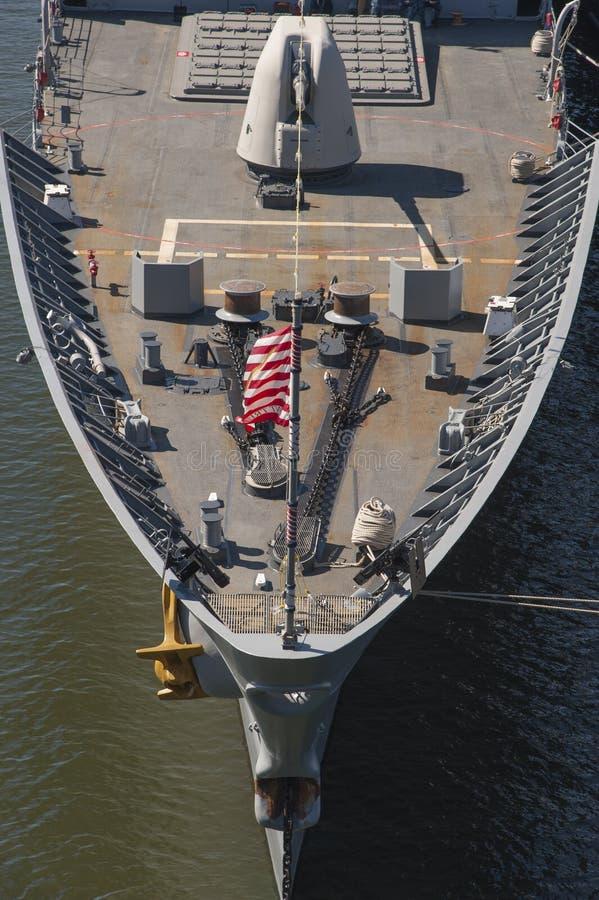 Pilbåge av en USA-krigsskepp royaltyfri foto
